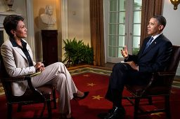 Robin_Roberts_interviewing_Barack_Obama